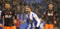 Guedes y los errores del Deportivo guían al Valencia a la victoria en Riazor