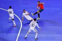 España tropieza en su estreno del Europeo ante una efectiva Francia