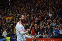 España deslumbra con una goleada de fútbol a Argentina (6-1)