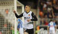 Rodrigo pone tercero al Valencia y la Real golea con Alguacil