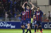 El Huesca remonta al Barça B para engancharse a la lucha por el ascenso directo