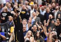 LeBron James se viste de héroe y deja a los Cavaliers a un punto del pase a la final del Este