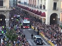 Huesca celebra el ascenso a Primera por las calles de la ciudad