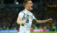 Kroos sujeta la corona de Alemania