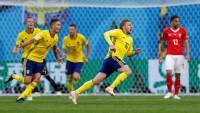 Suecia supera de rebote a Suiza y sigue soñando
