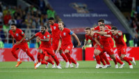 Los penaltis llevan a Inglaterra a cuartos