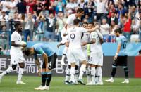 Francia marcha efectiva y sin brillo sobre Uruguay