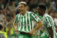 Joaquín decide el derbi de Sevilla y el VAR se alía con el Alavés