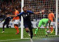 Francia racanea para vencer a Holanda (2-1) y Gales sucumbe ante Dinamarca (2-0)