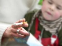 Los niños en hogares con fumadores sufren más infecciones respiratorias e ingresos hospitalarios