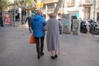 Mujer, de mediana edad: el perfil habitual del cuidador en España