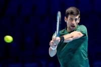 Djokovic no da opción a Isner y Zverev mantiene su racha sobre Cilic