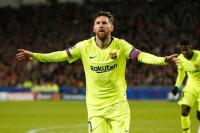 Un mal Barça evita el suspenso con triunfo y liderato