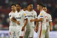 El Sevilla pasa sufriendo y el Villarreal aplasta al Almería con una goleada histórica