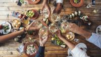 El 26% de los trabajadores tomará copas de más en la cena de Navidad de su empresa este año