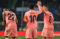 El Barça cumple en Getafe y aprovecha los regalos
