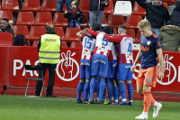 El Sporting también hurga en la herida del Valencia