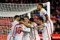 El Sevilla aniquila al Levante y el Valencia golea al Villarreal