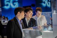 La implantación del 5G y los móviles plegables, protagonistas en la primera jornada del MWC