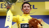Egan Bernal acaricia el primer Tour en la historia de Colombia