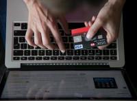 Dos de cada cinco españoles afirman comprar más de lo que deberían incitados por las redes sociales