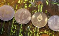 Las criptomonedas despiertan curiosidad, pero se sigue confiando más en el dinero tradicional