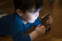 Los niños de la Comunidad Valenciana pasan más de 985 horas al año conectados a Internet