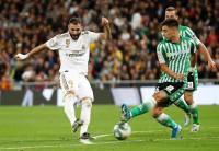 El Real Madrid no acierta con el Betis ni el liderato
