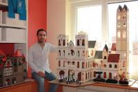 Un joven reproduce en miniatura la Semana Santa de Segovia con piezas de Playmobil