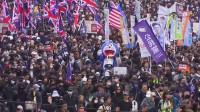 Decenas de miles de personas protestan en Hong Kong el día de año nuevo