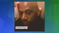 Un hombre negro desnudo que fue asfixiado por la policía después de que le pusieran una capucha