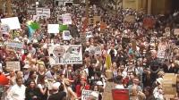Manifestaciones por falta de acción del Gobierno australiano mientras humo de incendios forestales cubre Sydney