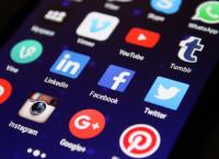 Uno de cada cinco españoles dedica más de tres semanas al año a las redes sociales