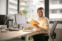 Según LinkedIn, casi la mitad de los profesionales ha ocultado en alguna ocasión su situación de desempleo a su entorno más cercano
