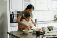 Casi la mitad de los españoles cambiarán el comedor escolar por comer en casa
