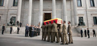 Honores militares para despedir a Suárez desde el Congreso