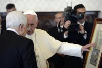 La pluma de la paz del Papa y Mahmud Abbas
