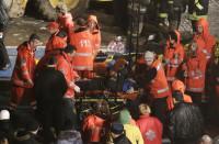 12 muertos al desplomarse el techo de un centro comercial en Riga