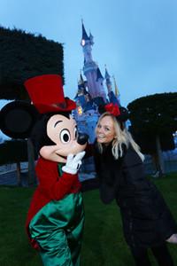 Emmba Buton visita Disneyland Paris