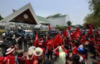 La primera ministra de Tailandia garantiza que no habrá represión como en 2010