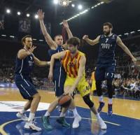 El Barça se sobrepone a una desconexión para seguir invicto