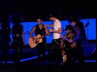 Enrique Iglesias y Liam Gallagher se entregaron en una ventosa primera jornada del Gibraltar Calling