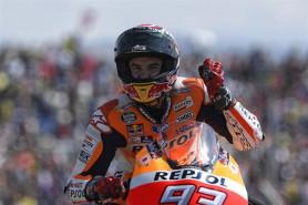 Márquez firma la pole en Australia y las Yamaha se hunden