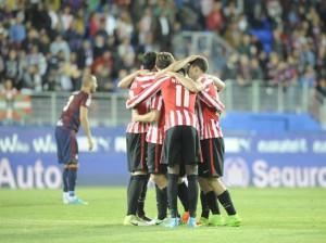 Raúl García mete al Athletic en Europa League en el descuento