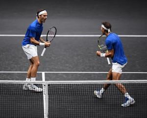 Nadal y Federer forman un equipo victorioso de dobles en la Rod Laver Cup