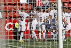 El Albacete gana en El Molinón y apura sus opciones de ascenso directo