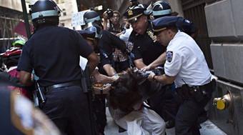 Detienen a 100 manifestantes que protestaban contra el cambio climático
