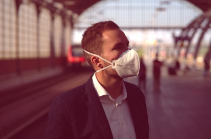 ¿Por qué las mascarilas FFP2 son más seguras para evitar el contagio de coronavirus en espacios interiores?
