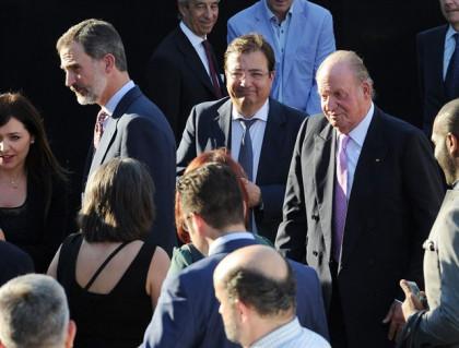 El Rey Felipe y Don Juan Carlos se despiden del Vicente Calderón