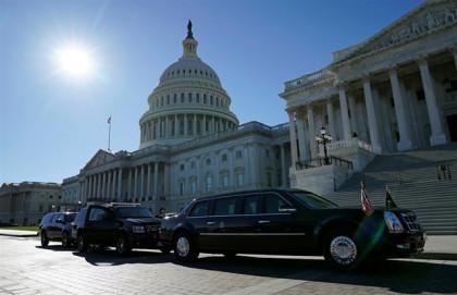 El Senado de EEUU continúa trabajando este domingo para poner fin a la paralización del Gobierno federal